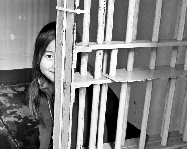 20100116Gwen in solitary bw cropped