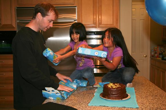 Blog 20100517andrew daddy birthday5630
