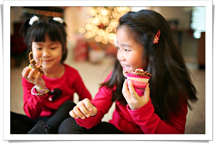 3 gwen and maddy eating reindeer cupcakes