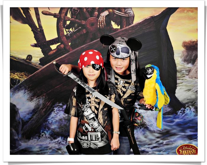 Blog gwen maddy pirate-Ship_Bow_Portrait-8679728 blog