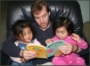 20070204_daddy_reads