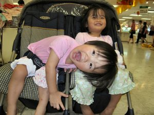Happy_stroller_girls